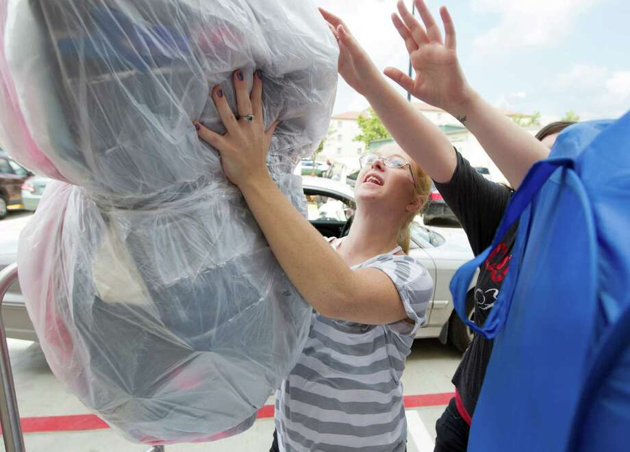 U of H freshman Sister Kristy Parson unpacks during move in day at Cougar Village II on Thursday, Aug. 22, 2013, in Houston. Photo: J. Patric Schneider, For The Chronicle / © 2013 Houston Chronicle