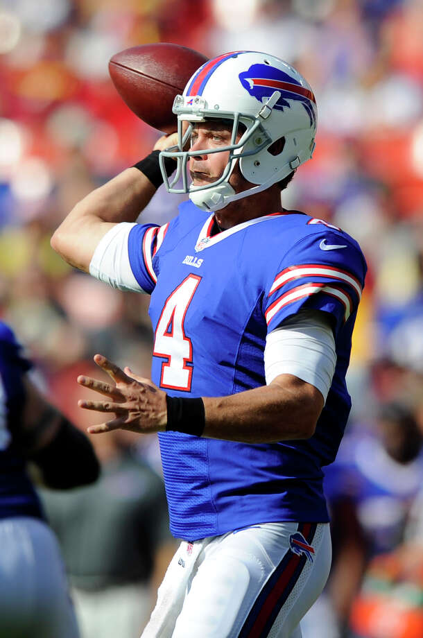 Buffalo Bills quarterback Kevin Kolb throws to a receiver in the first half of an NFL preseason football game against the Washington Redskins Saturday, Aug. 24, 2013, in Landover, Md. (AP Photo/Nick Wass) ORG XMIT: FDX105 Photo: Nick Wass / FR67404 AP