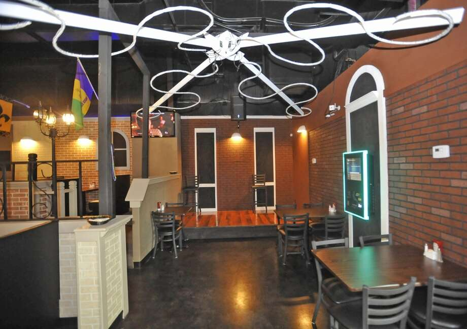 French Quarter Bar & Grill in Vidor is Aug. 22 restaurant of the week.  A small stage area is off to one side. Dave Ryan/The Enterprise Photo: Dave Ryan/The Enterprise