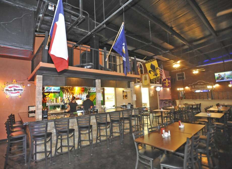 French Quarter Bar & Grill in Vidor is Aug. 22 restaurant of the week.  This is the bar area.  Dave Ryan/The Enterprise Photo: Dave Ryan/The Enterprise