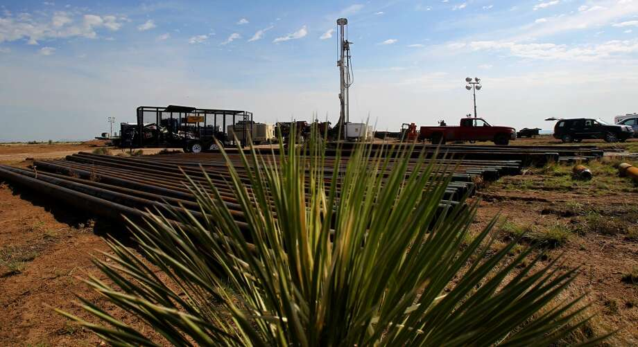 Pipe is ready to be used at the Barrett Brothers number 1 well in Presidio County. Photo: JOHN DAVENPORT, SAN ANTONIO EXPRESS-NEWS