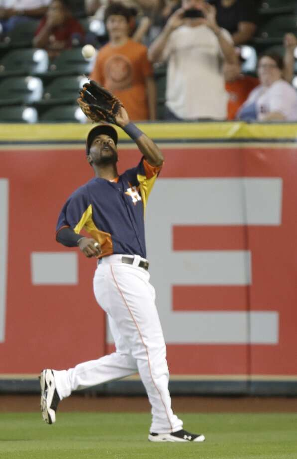 L.J. Hoes of the Astros makes a catch for an out against the Blue Jays. Photo: Pat Sullivan, Associated Press