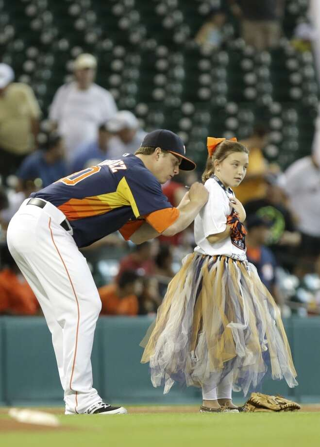Astros third baseman Matt Dominguez signs an autograph for a fan. Photo: Pat Sullivan, Associated Press