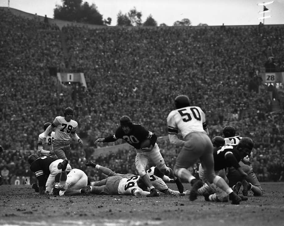 Northwestern's Art Murakowski (30) was credited with a touchdown, but Cal partisans claim he fumbled before he scored. Photo: Ken McLaughlin, The Chronicle