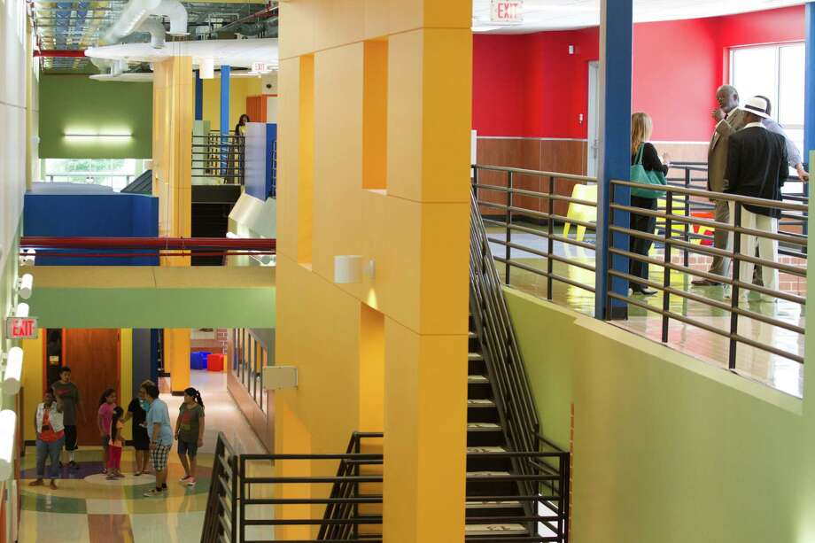 Parents And Students Walk Through The Hallways Of Atherton Elementary School  On Wednesday, Aug.