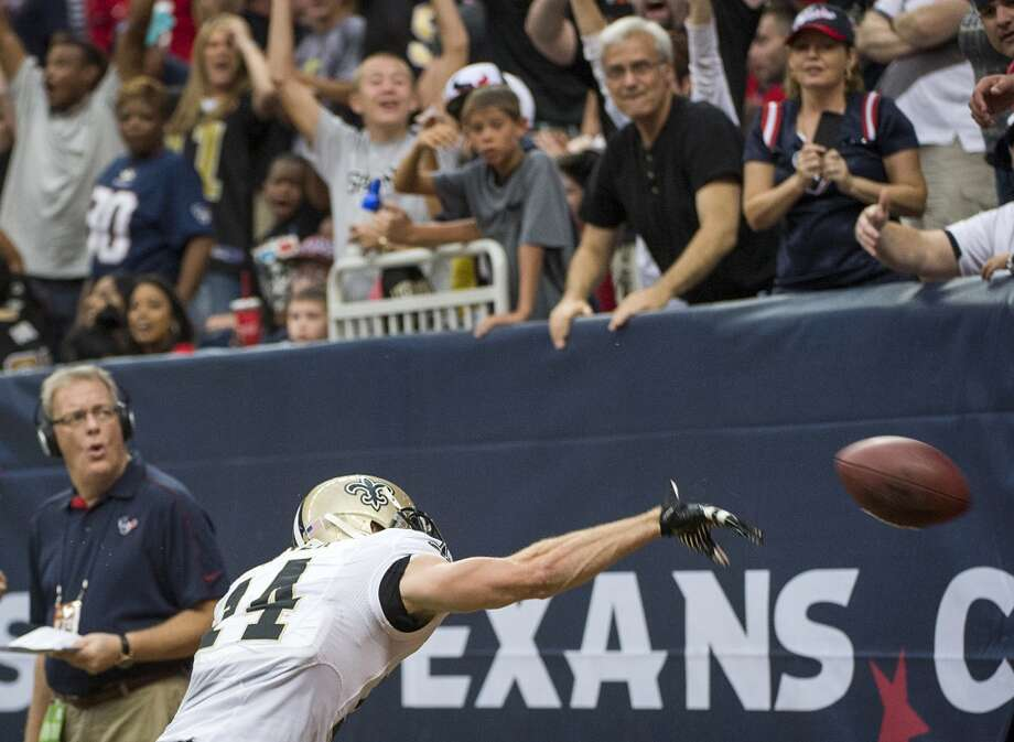 Saints wide receiver Andy Tanner spikes the ball after scoring on a 15-yard touchdown reception. Photo: Smiley N. Pool, Houston Chronicle