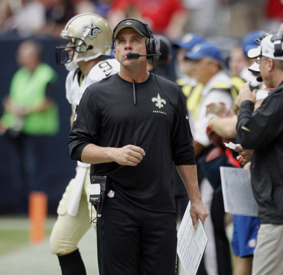 Saints head coach Sean Payton paces the sidelines during the first quarter. Photo: Brett Coomer, Houston Chronicle