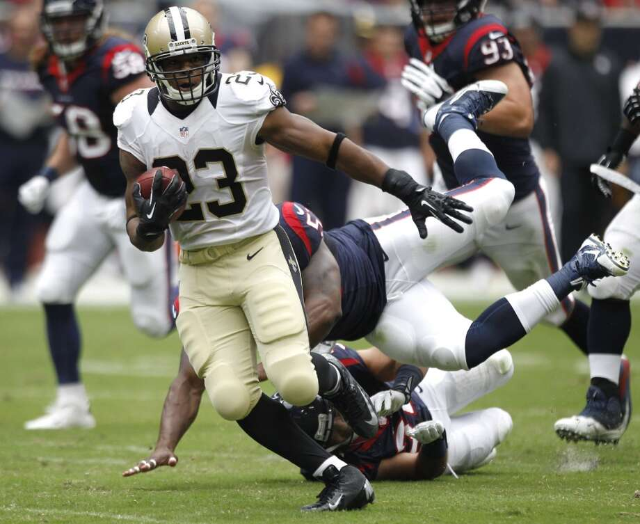 New Orleans Saints running back Pierre Thomas breaks away from Texans linebacker Joe Mays on a 51-yard touchdown reception. Photo: Brett Coomer, Houston Chronicle