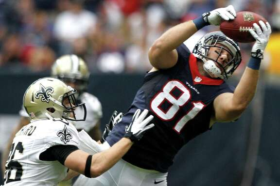 Texans tight end Owen Daniels makes one of his four catches on Jim Leonhard.