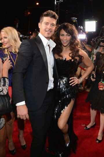 Singer Robin Thicke (L) and actress Paula Patton attend the 2013 MTV Video Music Awards at the Barcl