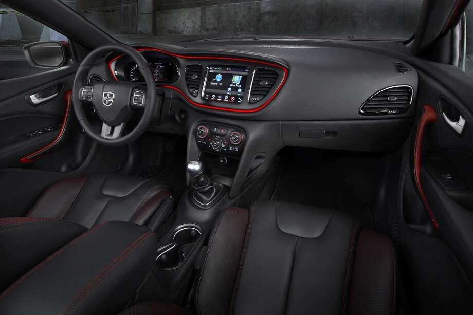 Full view, dashboard Photo: Chrysler