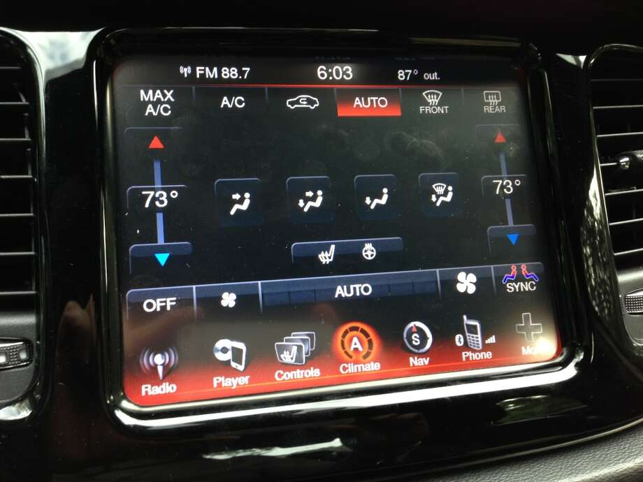 Dual-zone climate control. Photo: Dwight Silverman, Houston Chronicle