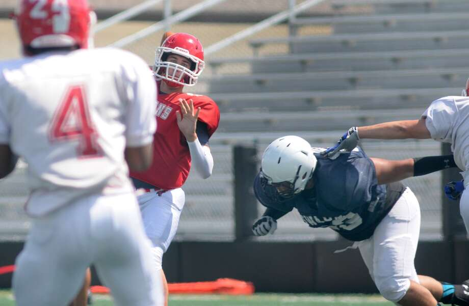 Clear Lake senior quarterback Sam Smith III, center, targets senior running back Marquis Blakely (#4) during their scrimmage versus Sam Rayburn at Clear Creek ISD Veteran's Memorial Stadium. Freelance photo by Jerry Baker Photo: Jerry Baker, For The Chronicle