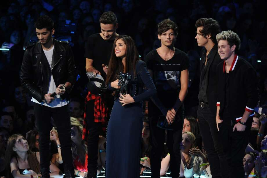 """The boys from One Direction present the award for best pop video for """"Come and Get It"""" to Selena Gomez, center, at the MTV Video Music Awards on Sunday, Aug. 25, 2013, at the Barclays Center in the Brooklyn borough of New York. (Photo by Charles Sykes/Invision/AP) Photo: Charles Sykes, Associated Press"""