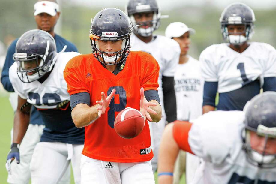 UTSA quarterback Eric Soza takes a snap as the Roadrunners practiced for the first time on their new fields on campus on Monday, Aug. 26, 2013.  UTSA has practiced at nearby Farris Stadium for the first three weeks of camp and for the past three years.   MARVIN PFEIFFER/ mpfeiffer@express-news.net Photo: MARVIN PFEIFFER, San Antonio Express-News / Express-News 2013