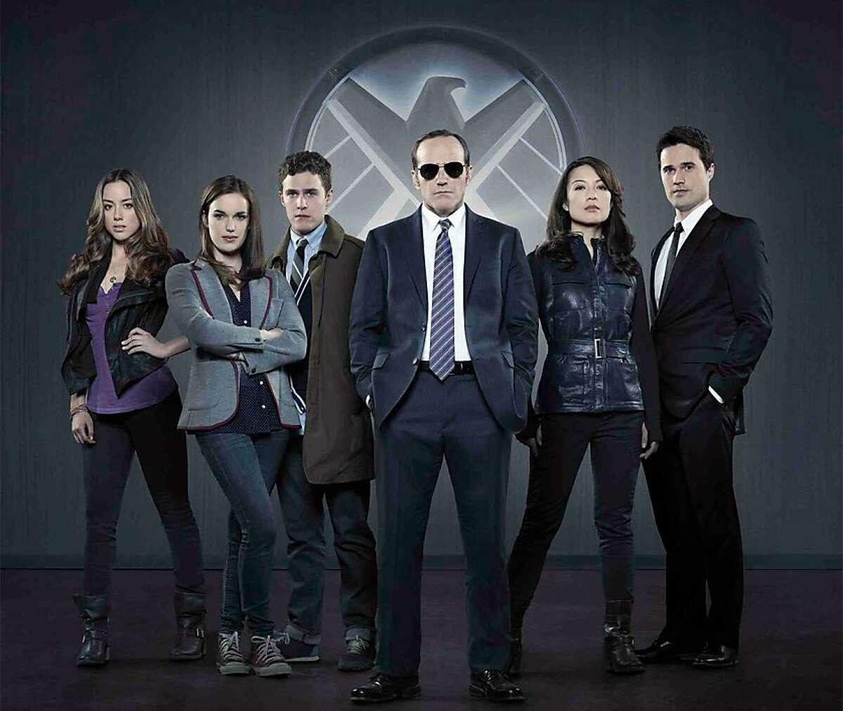 Chloe Bennet, Elizabeth Henstridge, Iain De Caestecker, Clark Gregg, Ming-Na Wen, Brett Dalton, in Agents of S.H.I.E.L.D.