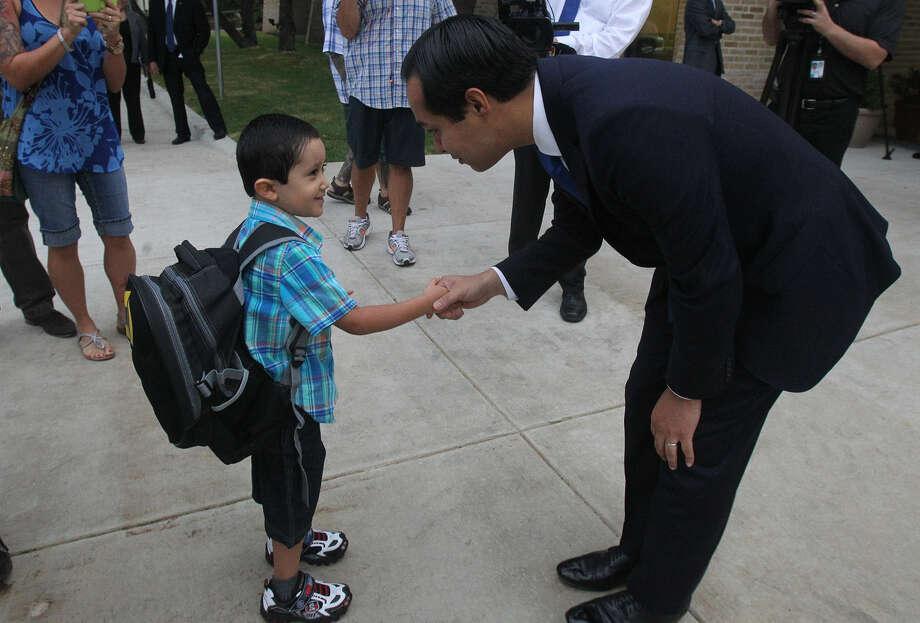 Mayor Julián Castro greets Ricky Rendon, 4, at the Pre-K 4 SA center on the first day of school. Photo: John Davenport, San Antonio Express-News