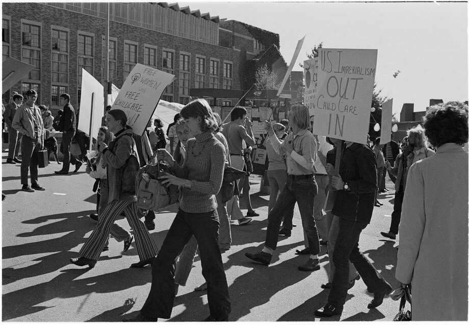 Women's liberation rally at University of Washington, 1970. Photo: Phil Webber/Copyright MOHAI, Seattle Post-Intelligencer Collection, 1986.5.53010 Photo: Phil Webber, Copyright MOHAI, Seattle Post-Intelligencer Collection / Copyright Museum of History & Industry