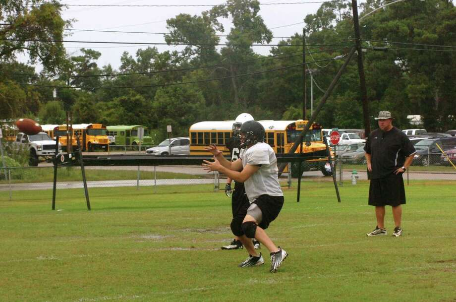 The Vidor fotoball team practices on Monday afternoon in preparation for its season opener aagainst Santa Fe on Friday night. Photo: David Berry