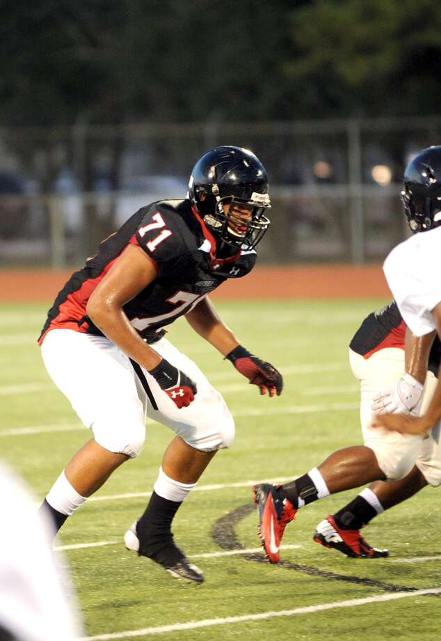 Westfield senior defensive lineman Marcus Oliver is being recruited by the University of Houston. Photo: Eddy Matchette, Freelance / Freelance