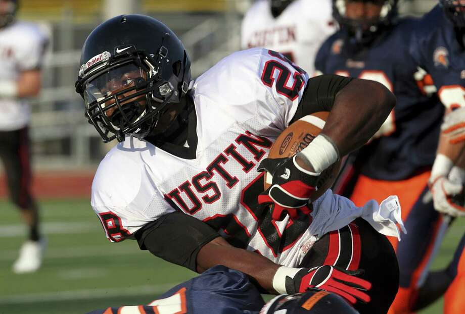 Fort Bend Austin running back Vic Enwere leads the Bulldog offense against George Ranch, looking to get payback after Ranch won last year's meeting. Photo: Diana L. Porter, Freelance / © Diana L. Porter
