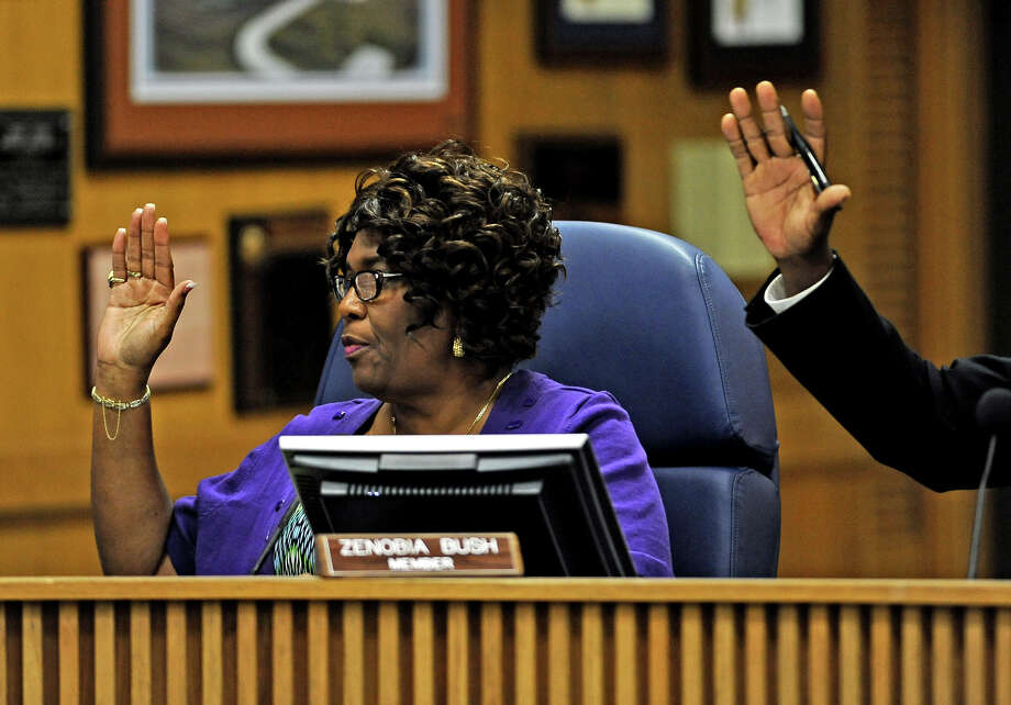 Zenobia Bush votes for her request to push back the public comment portion during the Beaumont ISD board meeting Thursday, August 15, 2013. Photo taken: Randy Edwards/The Enterprise Photo: Randy Edwards, Photojournalist / Enterprise