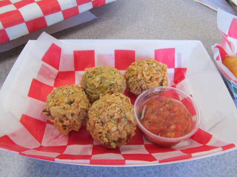 Spinach Dip Bites – Creamy and delicious spinach artichoke dip bites are coated with crispy tortilla chips and flash-fried until golden brown. Bites are served with salsa for an additional kick. (Credit State Fair of Texas)