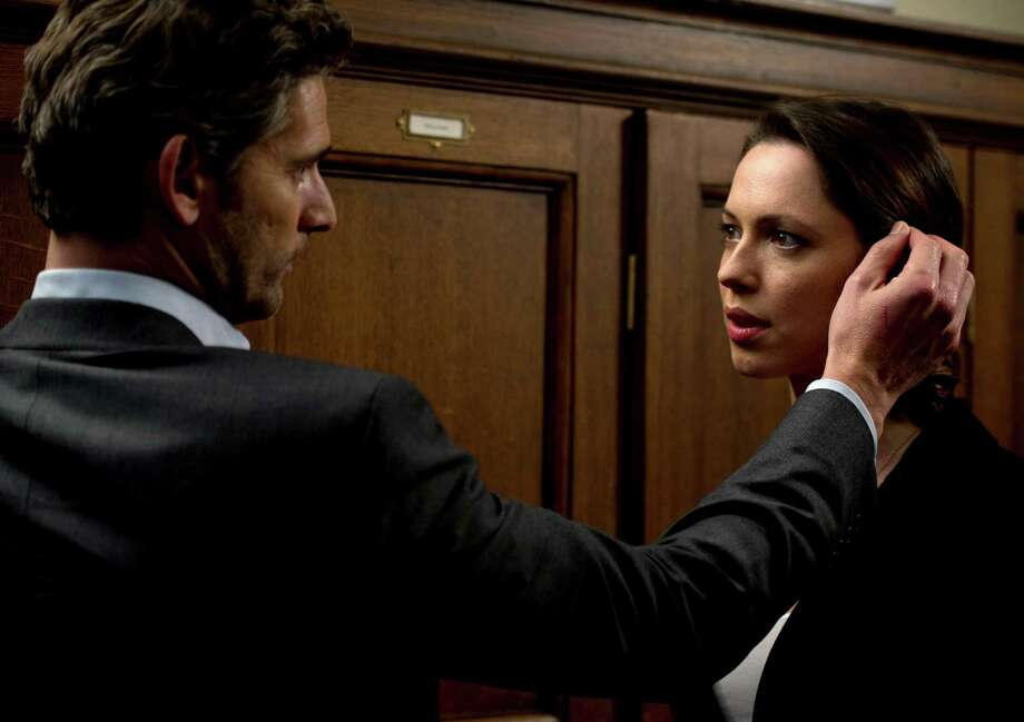 Eric Bana stars as Martin Rose and Rebecca Hall as Claudia Simmons-Howe in John Crowley's CLOSED CIRCUIT, a Focus Features release.  Photo credit: Jay Maidment / Focus Feature Photo: Jay Maidment / ©Focus Features