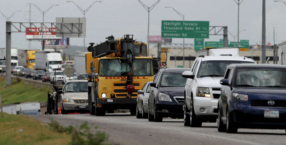 Several common-sense driving laws that went into effect this week will make Texas roads safer. Photo: File Photo, San Antonio Express-News / ©San Antonio Express-News/Photo may be sold to the public