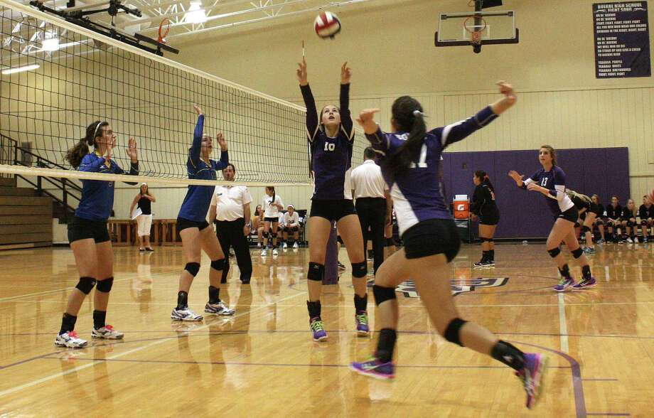 Boerne High senior McKennah Mangiafico (10) sets up a kill for junior Peyton Yoder last week during the Lady Greyhounds' win over Blanco in the BHS gym. Photo: Mike Reeder / For The Northwest Weekly