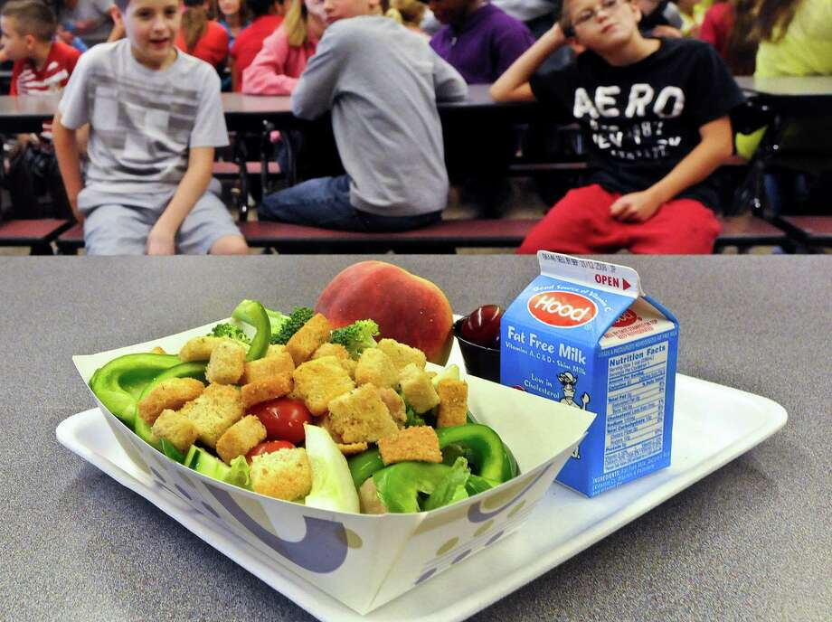 After just one year, some schools across the nation are dropping out of what was touted as a healthier federal lunch program, complaining that so many students refused the meals packed with whole grains, fruits and vegetables that their cafeterias were losing money.  But the USDA says the vast majority of schools are serving healthier food, with some success. Photo: Hans Pennink, FRE / FR58980 AP