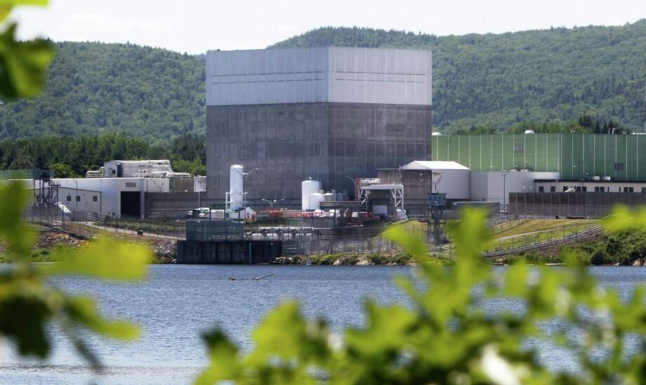 In this June 19, 2013 photo, the Vermont Yankee Nuclear Power Station sits along the banks of the Connecticut River in Vernon, Vt. Entergy Corp., announced Tuesday, Aug. 27, 2013, it will shut down the nuclear power plant by end of 2014, ending a long legal battle with the state. (AP Photo/Toby Talbot) ORG XMIT: BX101 Photo: Toby Talbot / AP