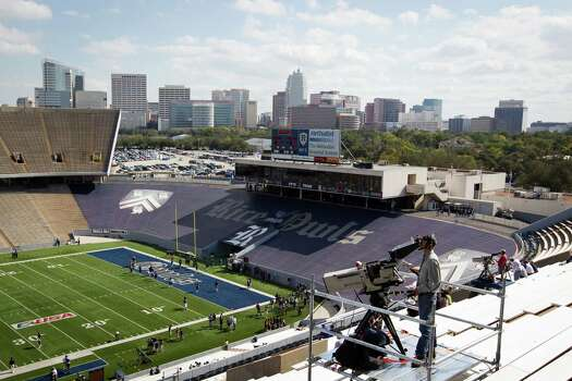 The Coogs will use the rival Owls' Rice Stadium for a Nov. 23 tilt against Cincinnati. Photo: Smiley N. Pool, Staff / © 2011  Houston Chronicle