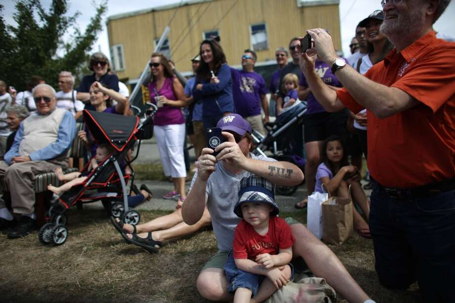 Fans watch during a cheeseburger eating contest at Dick's Drive-In on 45th Street in Wallingford. The contest pitted legendary Husky football players and fans of the restaurant against each other as they devoured cheeseburgers. Photo: JOSHUA TRUJILLO, SEATTLEPI.COM