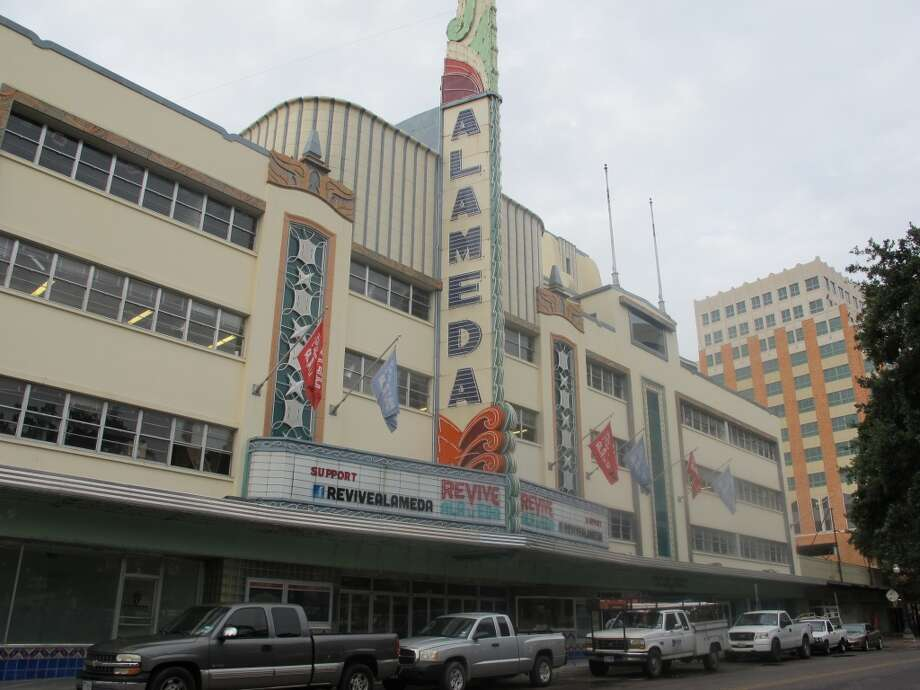 The Alameda Theater is undergoing a $22 million renovation. Photo: Benjamin Olivo, MySA.com