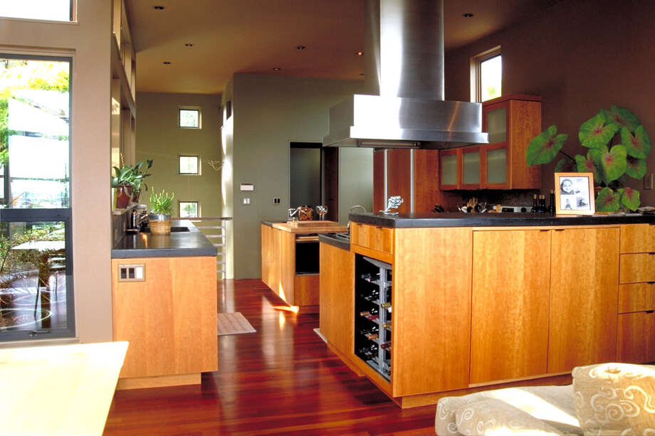 Kitchen of Atrium house, 3202 10th Ave. W., in Seattle, by Castanes Architects. Photo: Castanes Architects