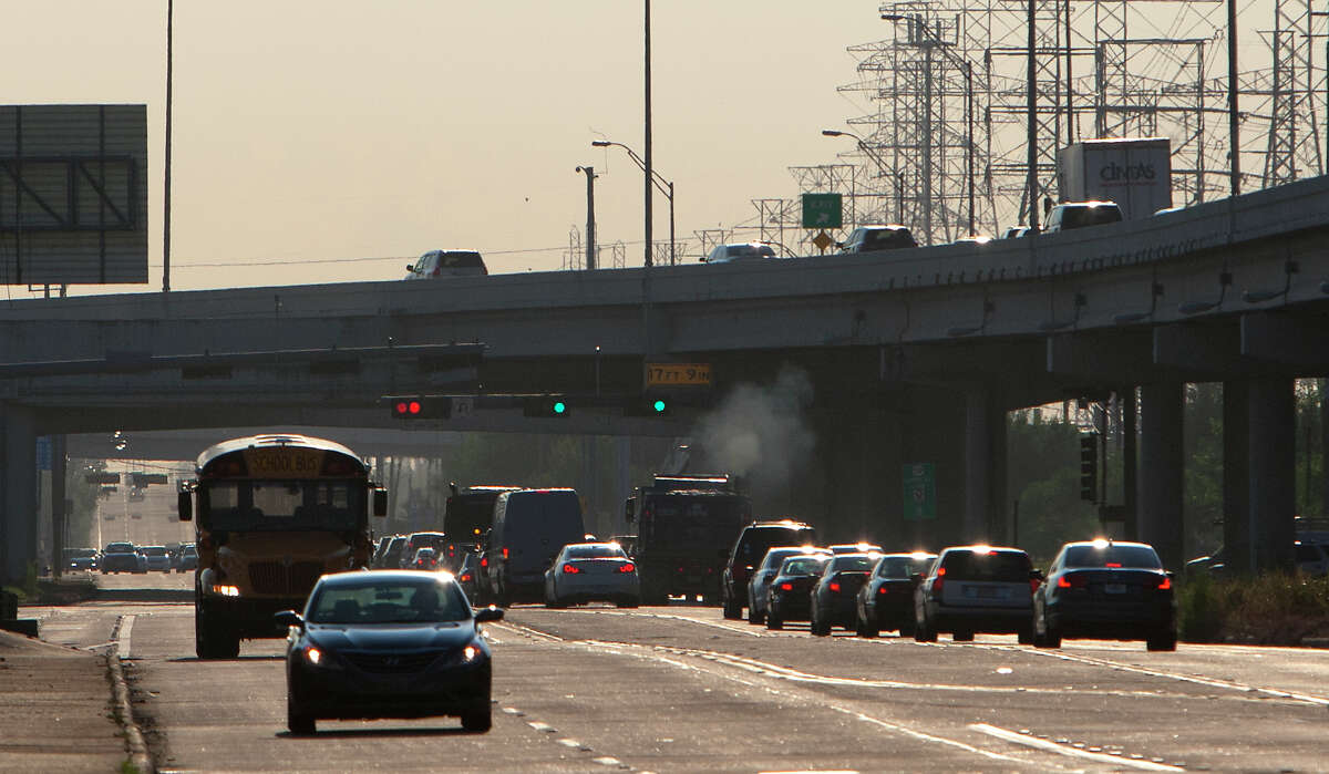 Air pollution monitors will provide new data on the health risks of living within 300 feet of freeways.