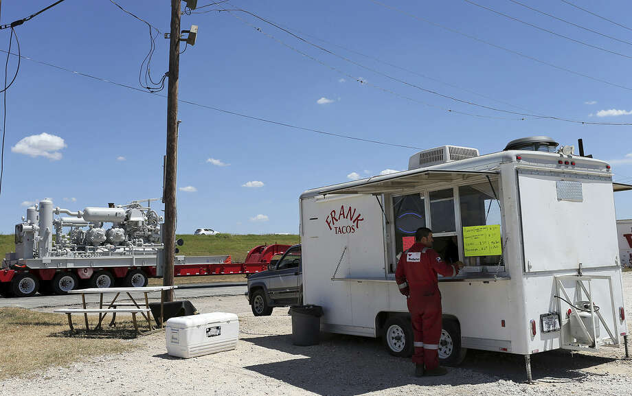 A taco stand caters mostly to oil field- related traffic at the corner of Interstate 37 and Loop 1606. The area is known as Sandy Oaks, and some people there want to incorporate. Photo: Jerry Lara / San Antonio Express-News
