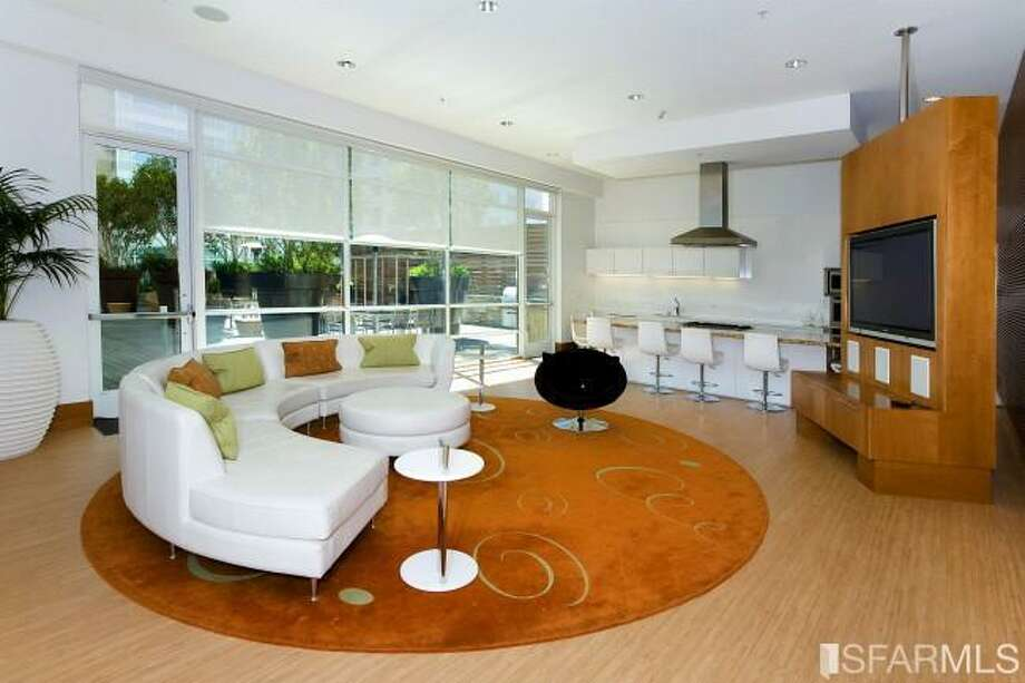 Common area loung/club room. Photos via James Haywood, Paragon Real Estate Group/Redfin
