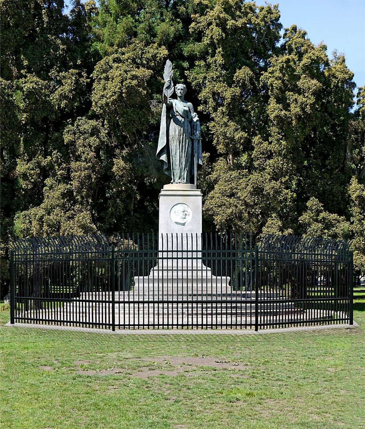 A rendering of the proposed 7-foot iron fence around the McKinley Monument in San Francisco's Golden Gate Park Panhandle.