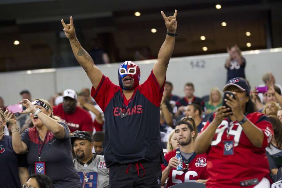 Texans fans cheer as the Texans take the field before the game. Photo: Brett Coomer, Houston Chronicle