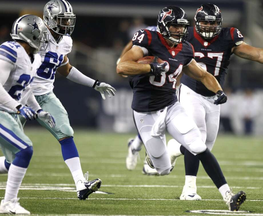 Texans tight end Ryan Griffin runs past Cowboys defensive end Thaddeus Gibson for a first-down. Photo: Brett Coomer, Houston Chronicle