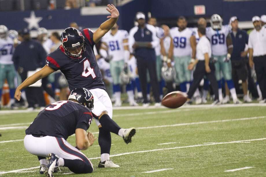 Texans kicker Randy Bullock kicks a 39-yard field goal. Photo: Brett Coomer, Houston Chronicle