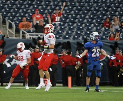 Katy's Manny Mendoza (80) scores a touchdown reception to the dismay of Klein's Kendal Jefferies during the first half of a high school football game, Thursday, August 29, 2013 at Reliant Stadium in Houston, TX. Photo: Eric Christian Smith, For The Chronicle