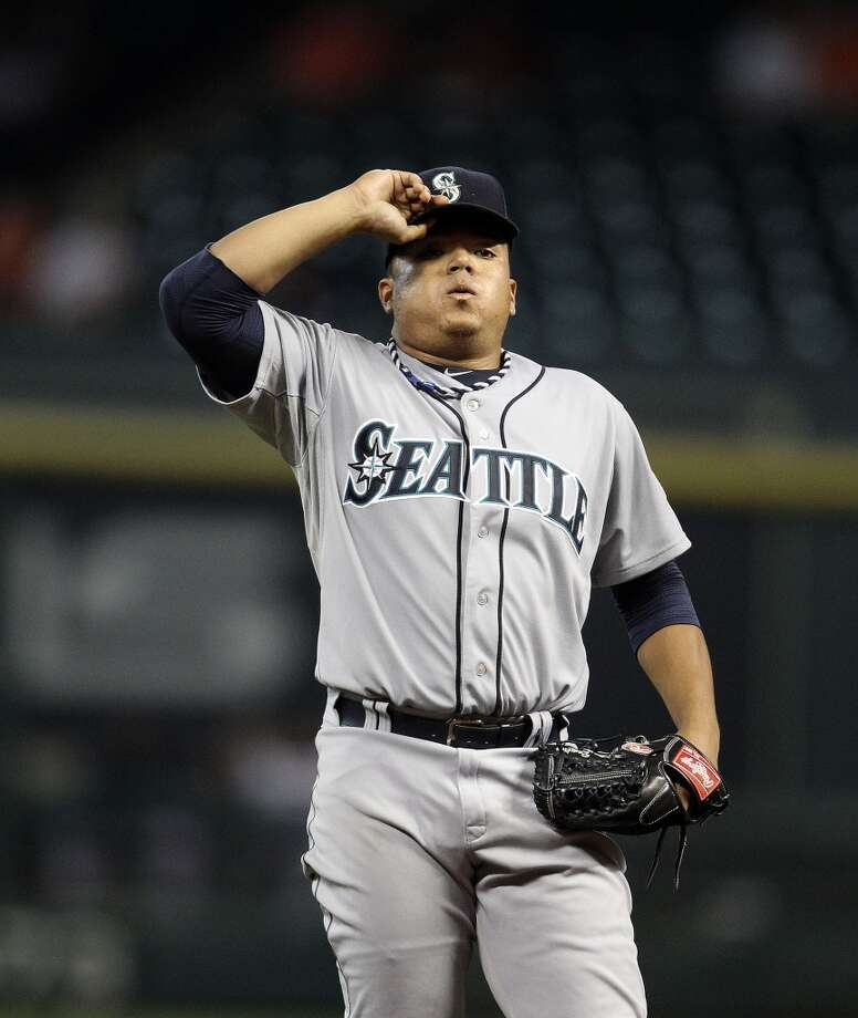 Mariners starting pitcher Erasmo Ramirez between pitches. Photo: Karen Warren, Houston Chronicle