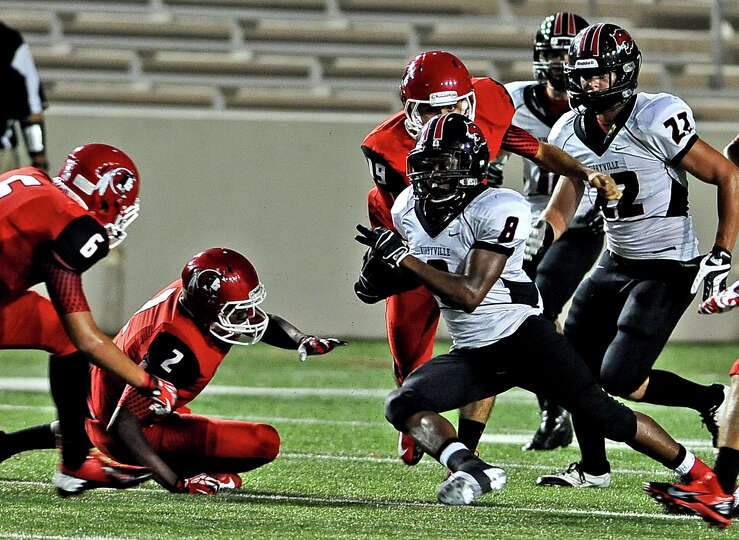 Kirbyville player Decorian Cauley, #8, makes a run to the outside during the Cleveland High School f