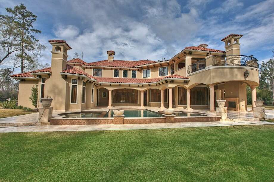 Listing agent: Manuel Molina  See the listing here.