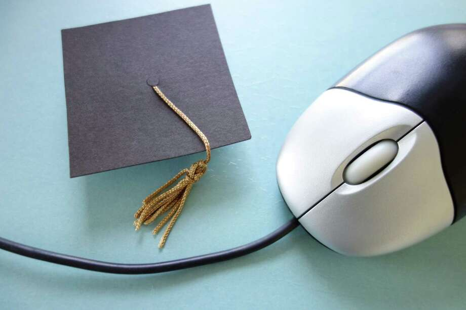 For Solutions story on online university courses on Aug. 31, 2013. (Fotolia) / zimmytws - Fotolia