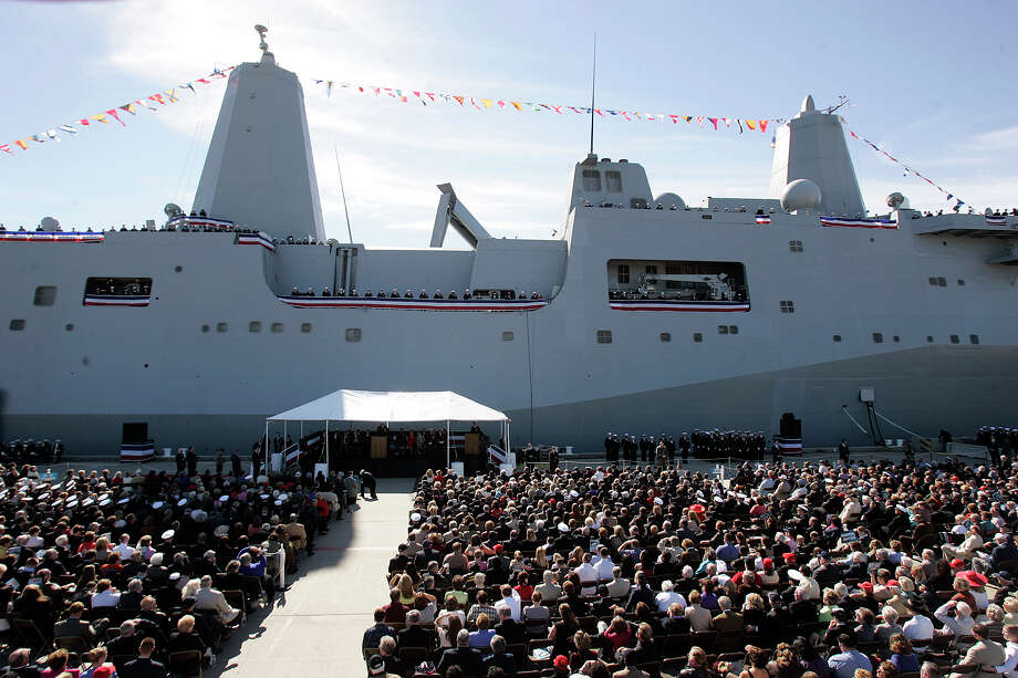 Hundreds gathered in Ingleside to witness the commissioning ceremony of the USS San Antonio on Jan. 14, 2006. Photo: MIKE KANE, SAN ANTONIO EXPRESS-NEWS / SAN ANTONIO EXPRESS-NEWS