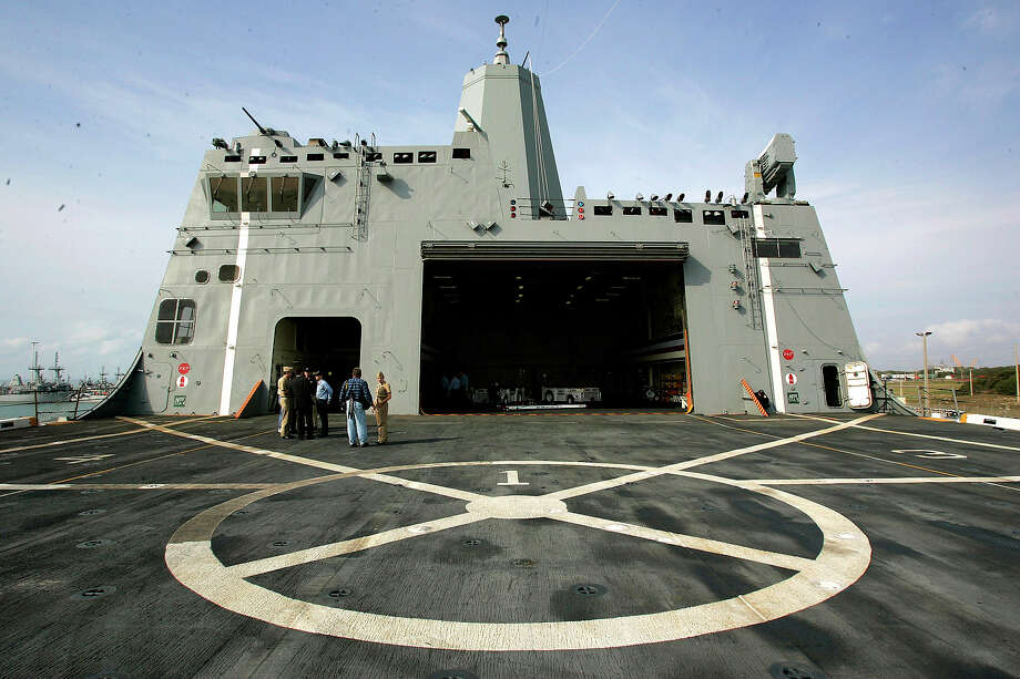 The flight deck of the USS San Antonio is seen Thursday morning, Jan. 12, 2006, from the rear of the ship looking forward. The ship was at Naval Station Ingleside for its commissioning. Photo: WILLIAM LUTHER, SAN ANTONIO EXPRESS-NEWS / SAN ANTONIO EXPRESS-NEWS